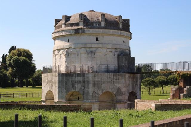 1.1463788800.ravenna---theodorics-mausoleum