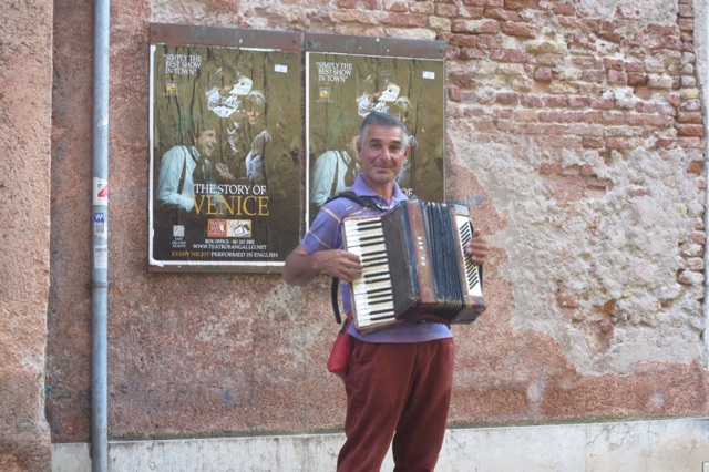 1.1464021093.venice---our-accordion-player