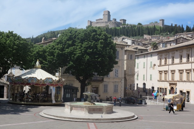 1.1464193556.assisi---square-outside-of-st-clare