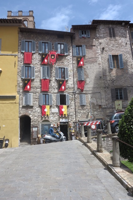 1.1464220800.gubbio---flags-of-the-people