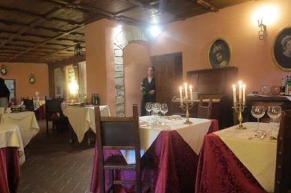 1.1464453115.castello-di-petroia---dining-room