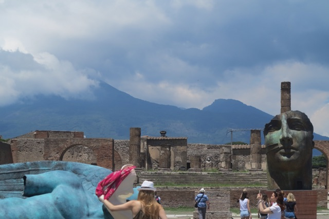 1.1464998400.pompeii---mt-vesuvius-and-mt-zuma