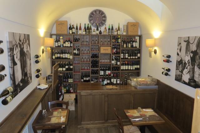 1.1465576417.capri---wine-bar-in-hotel
