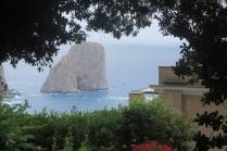 1.1465862400.capri---faraglioni-through-the-gardens