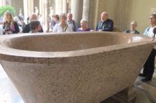 1.1466121600.vatican---bath-tub