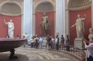 1.1466121600.vatican---sculptures---one-of-few-bronzes