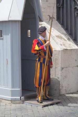 1.1466121600.vatican---swiss-guard