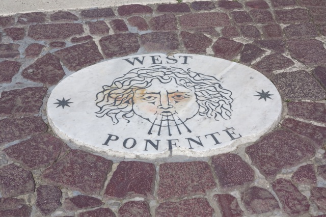 1.1466372322.rome---west-wind-plaque-in-the-square